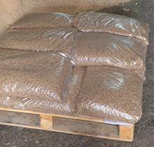 укладка фасованной гранулы в мешках по 15 кг на паллету